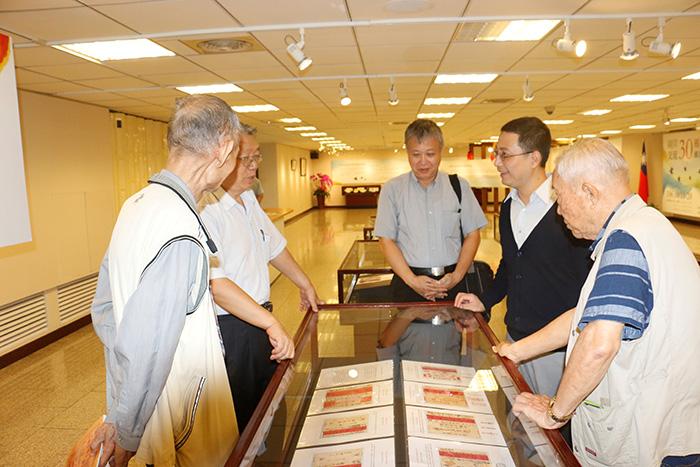 本所高秉涵律師與陳榮哲律師受邀至參觀兩岸交流30周年郵票特展