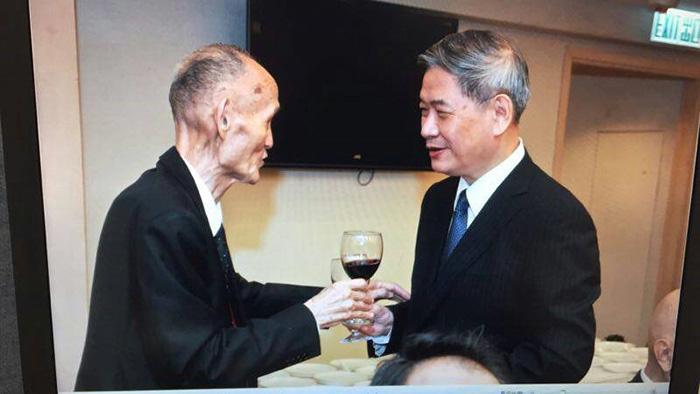 高秉涵律師受邀至北京演講時,與中國國務院台灣事務辦公室主任張志軍先生餐敘合影
